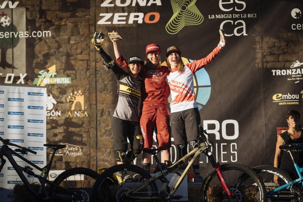 Il podio femminile, 1a Cecile Ravanel, 2a Isabeau Courdurier, 3a Andreane Lanthier